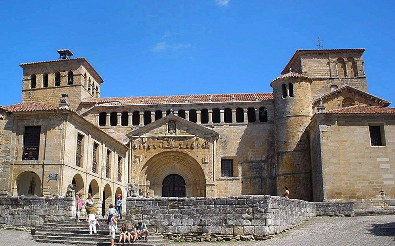 Pueblos medievales más bonitos de España Santillana del Mar
