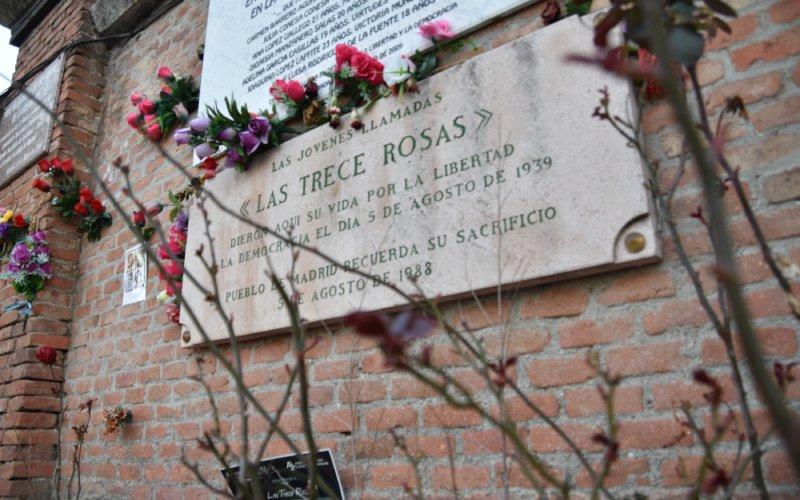 Placa conmemorativa de las Trece Rosas