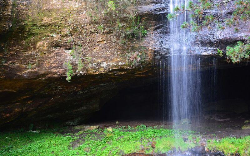 Cascada de cueva Serena