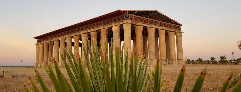 Partenón ecológico en el palmeral de Don Benito