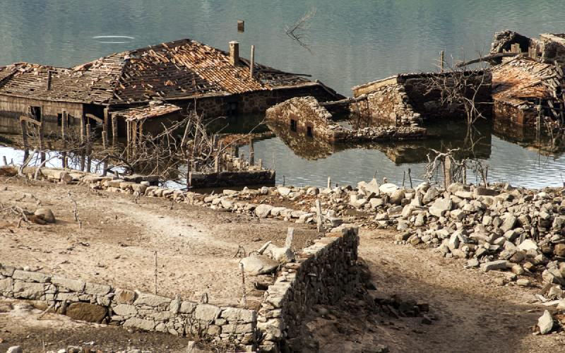 Ruinas de Aceredo, uno de los pueblos sumergidos