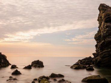 La torre que se llevó el mar en la playa de las Alberquillas | El Rincón del Finde: A Remojo 9