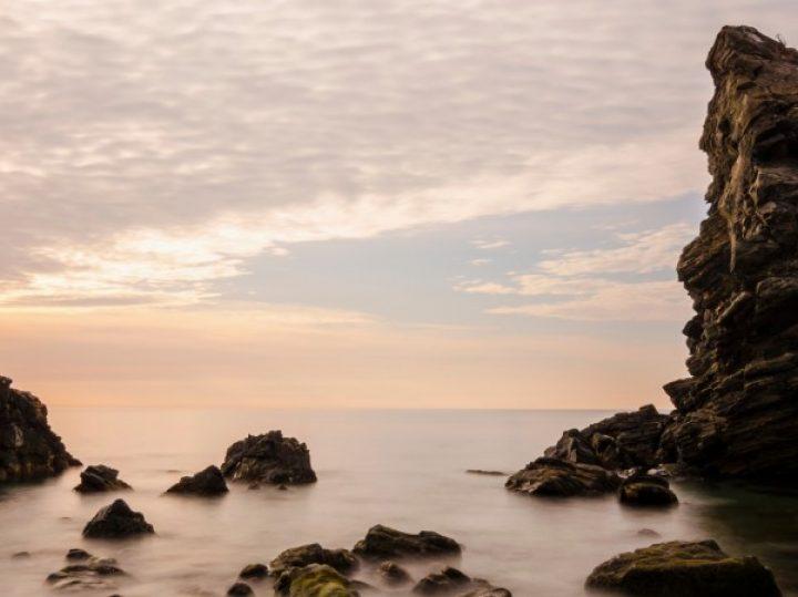 La torre que se llevó el mar en la playa de las Alberquillas   El Rincón del Finde: A Remojo 9