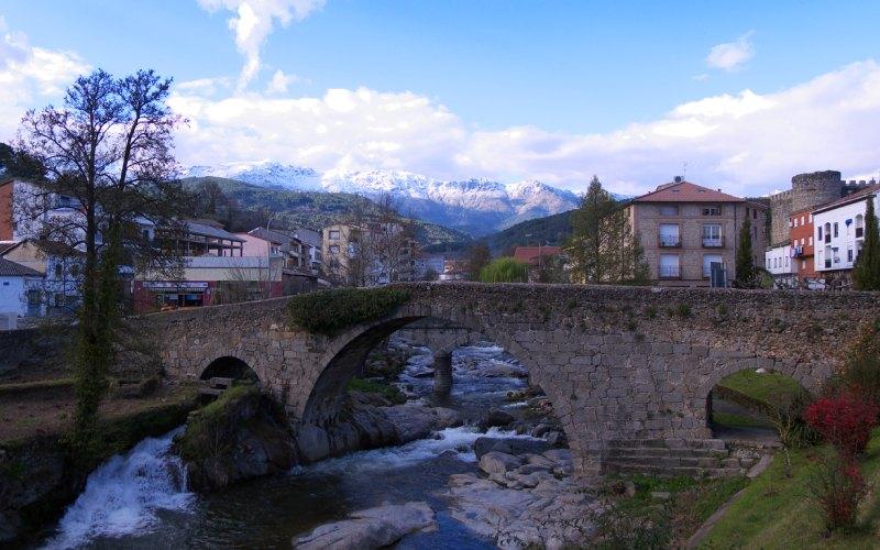 Arenas de San Pedro Ávila, puente medieval sobre el río arenal