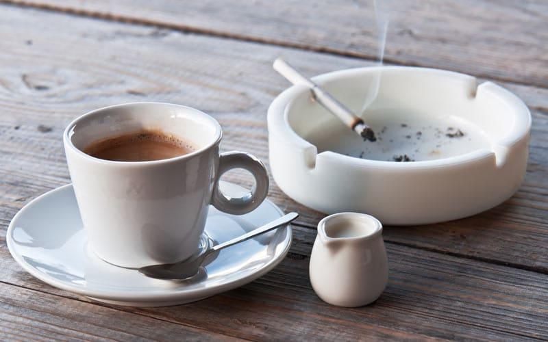 Astenia primaveral: café y tabaco