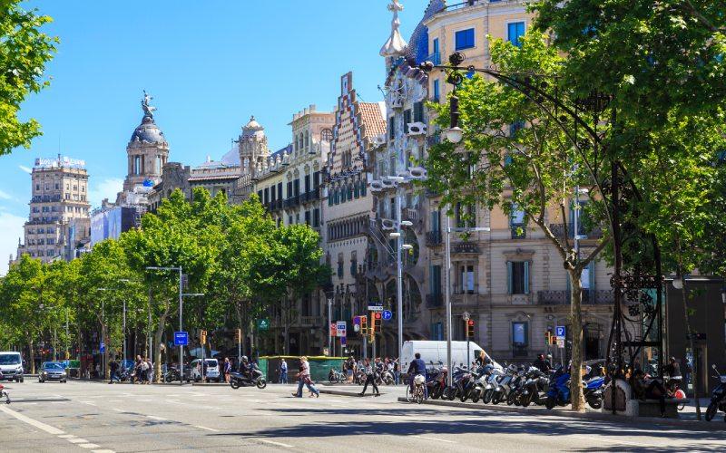 Algo que hacer en Barcelona es andar el Paseo de Gràcia