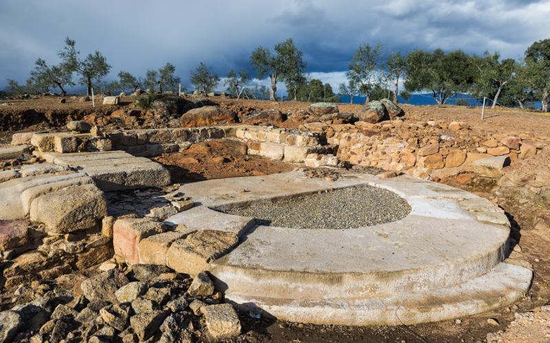 Base de un bastión junto a una de las puertas de Cáparra