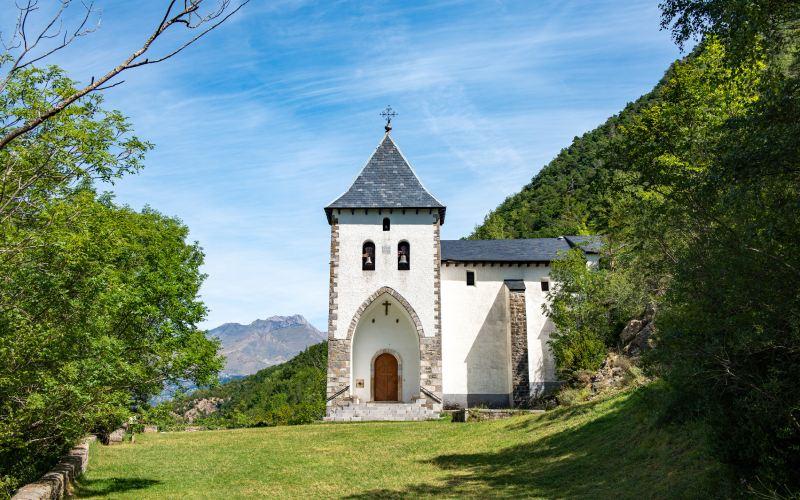 Ermita de Santa Elena en Biescas, en la ruta por los pueblos más bonitos del Pirineo aragonés