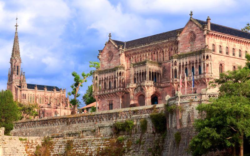 Capilla-panteón y palacio de Sobrellano