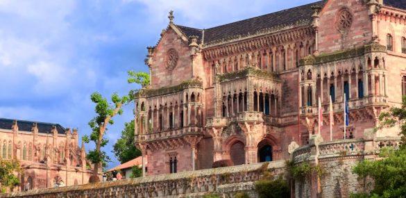 Panteón y palacio de Sobrellano, una fantasía neogótica en Comillas