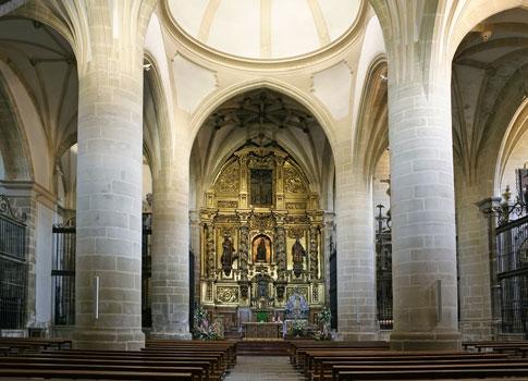Berdun interior iglesia