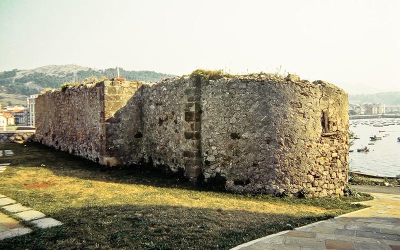 Restos de la ermita románica de San Pedro