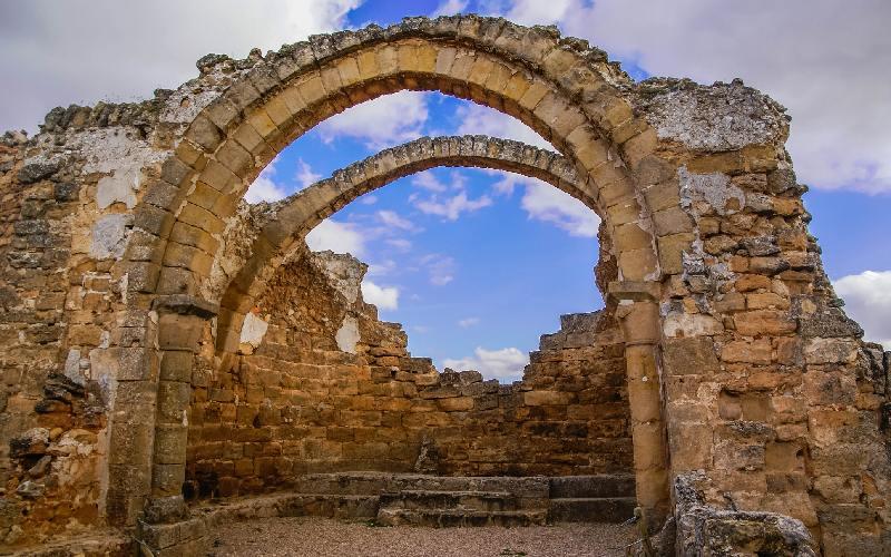 Arcos de la iglesia de Recópolis