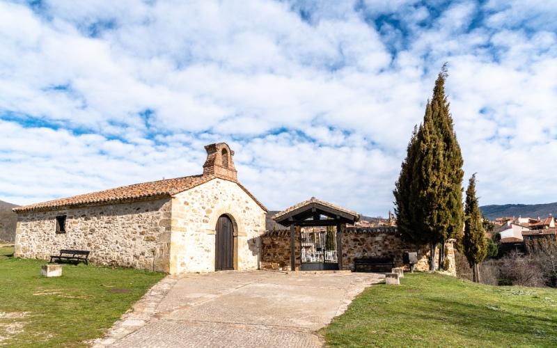 Ermita de Nuestra Señora de los Dolores y cementerio de Horcajuelo de la Sierra
