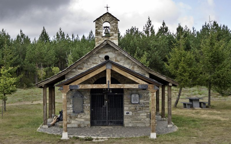Ermita de Santiago en la Cruz de Ferro