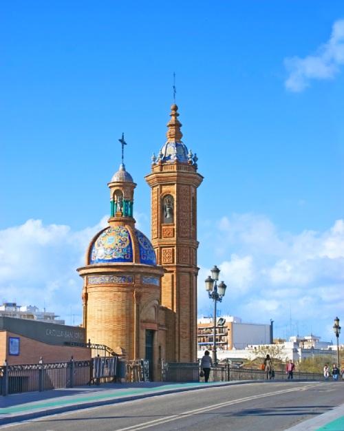 Capilla del Carmen junto al Puente de Triana