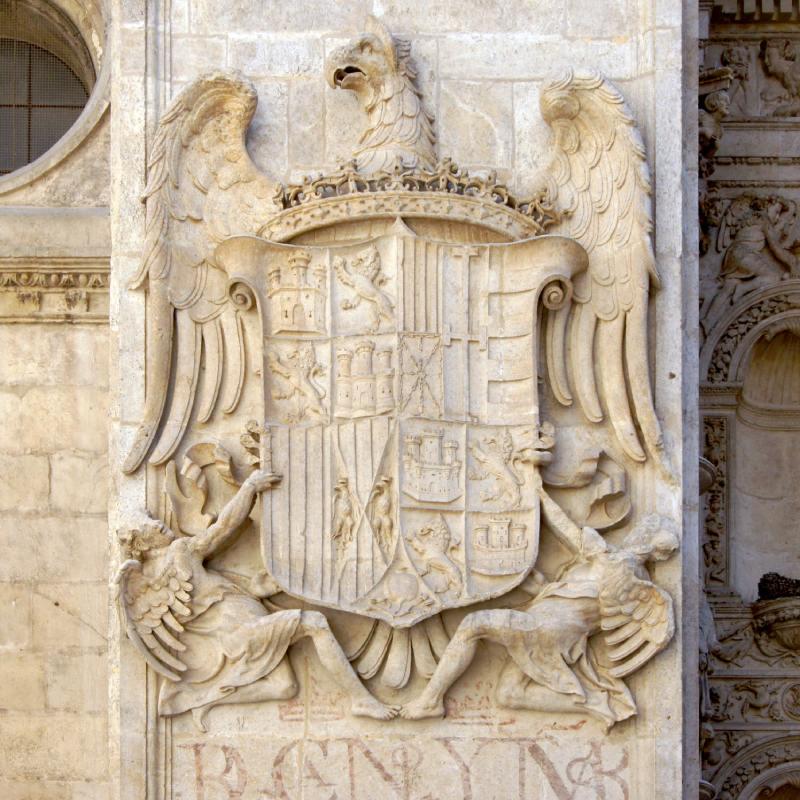 Escudo de Fernando II el Católico en la catedral de Granada