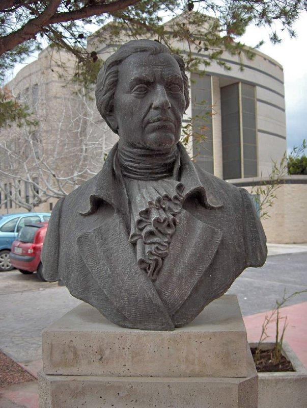 Estatua a Balmis en San Juan de Alicante