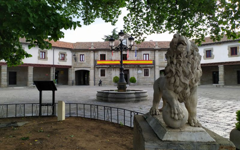Plaza mayor de Guadarrama
