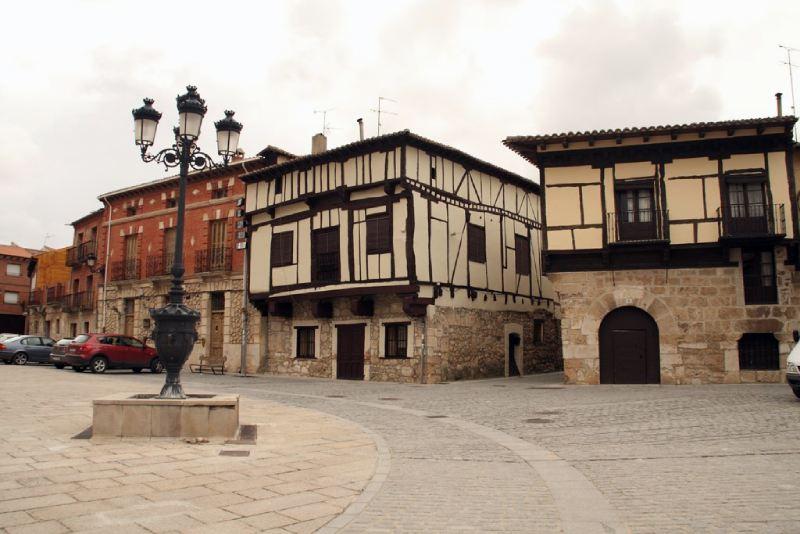 Plaza mayor de Gumiel de Izán