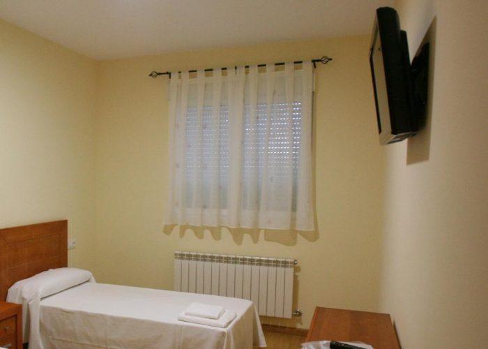 dormir hospital orbigo albergue encina