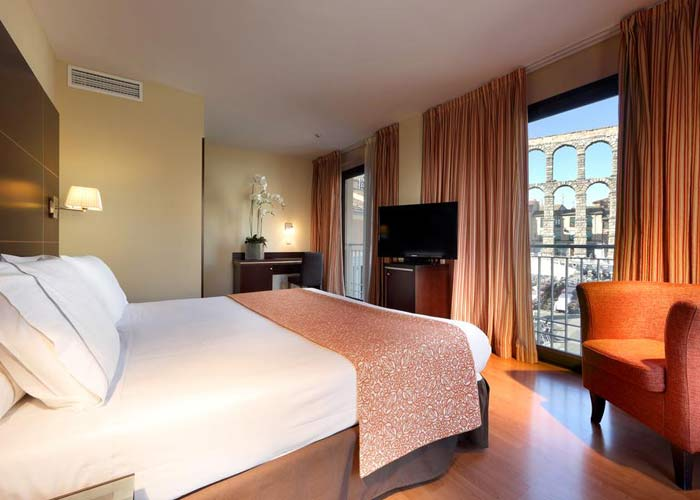 dormir segovia hotel euroestars plaza acueducto