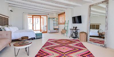 Hotel Petunia dormir en Cala Carbó