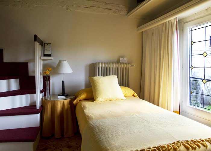 dormir aguilar campoo hotel posada santa maria real