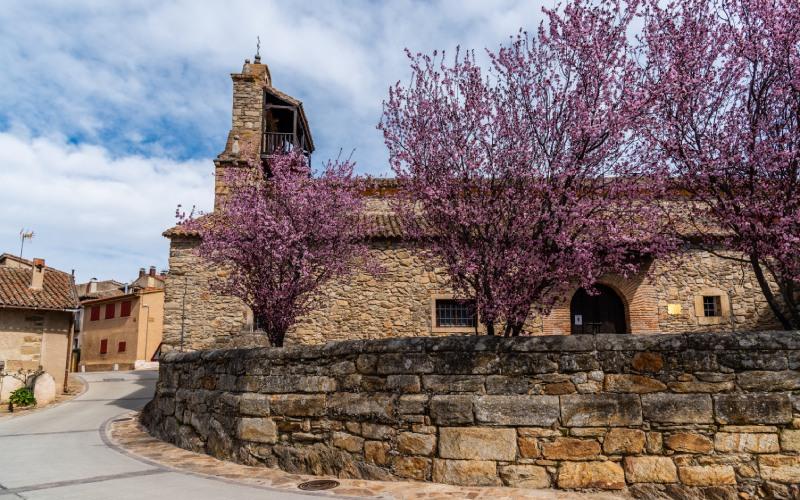 Iglesia de Horcajuelo de la Sierra.   shutterstock