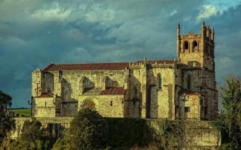 Santa María de los Ángeles en San Vicente de la Barquera