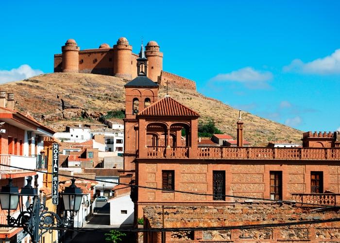 Vista del Castillo de La Calahorra y la localidad