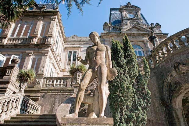 Imagen_blog_viajes_Jardines-de-camelias,-el-plan-romántico-de-España-fascinante_El-pazo-de-Lourizán-en-Agrovello