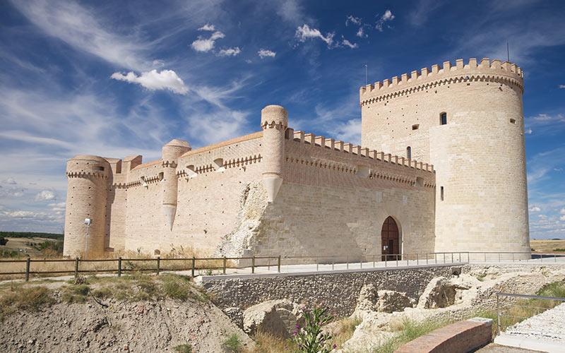 Castillo de Arévalo, un pueblo de la A-6