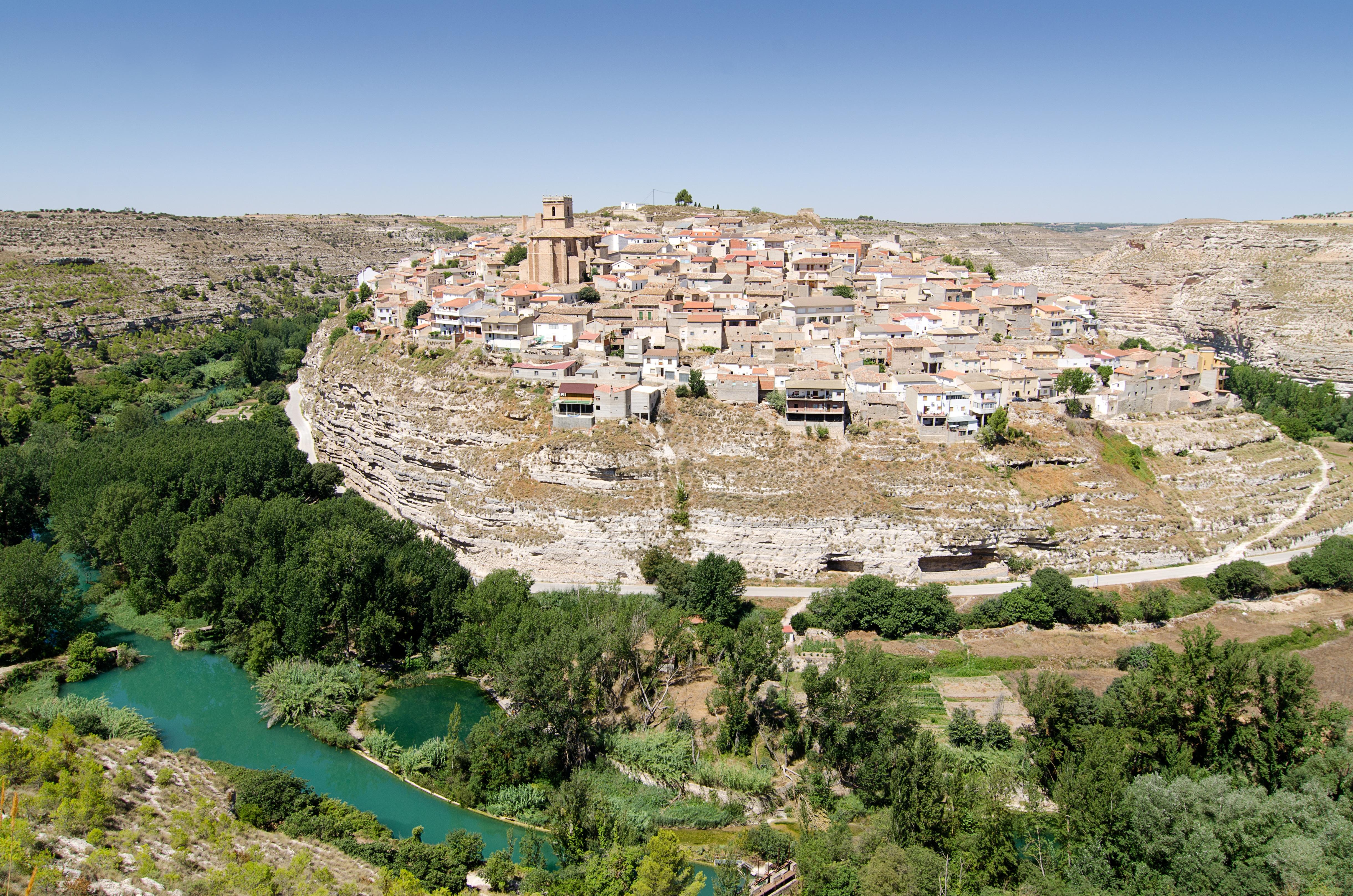 pueblos acantilado espana