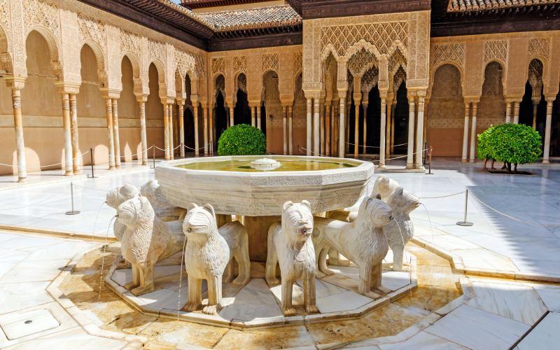 Fuente de los leones en La Alhambra de Granada