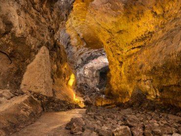 El tubo volcánico de La Corona, una enorme cueva bajo Mordor
