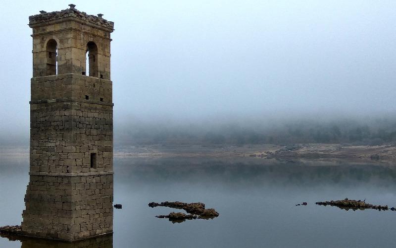 Torre de la iglesia de La Muedra, uno de los pueblos sumergidos