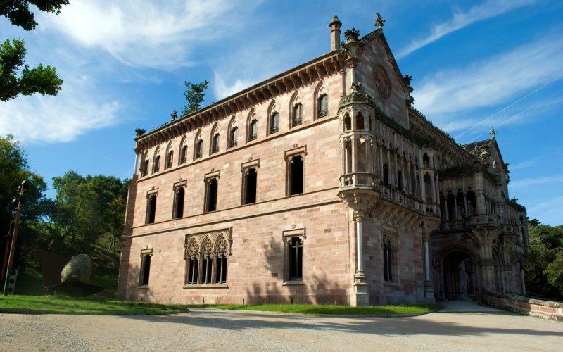Lateral del palacio de Sobrellano