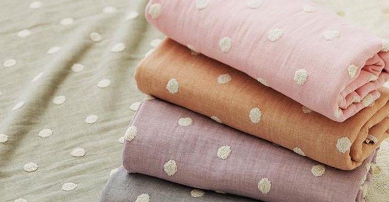 La madera llega a la moda textil
