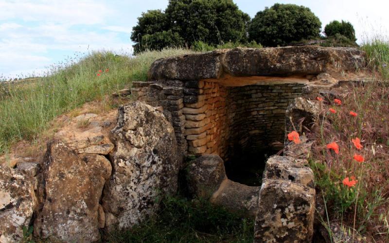 Hipogeo de longar, alrededores de Viana