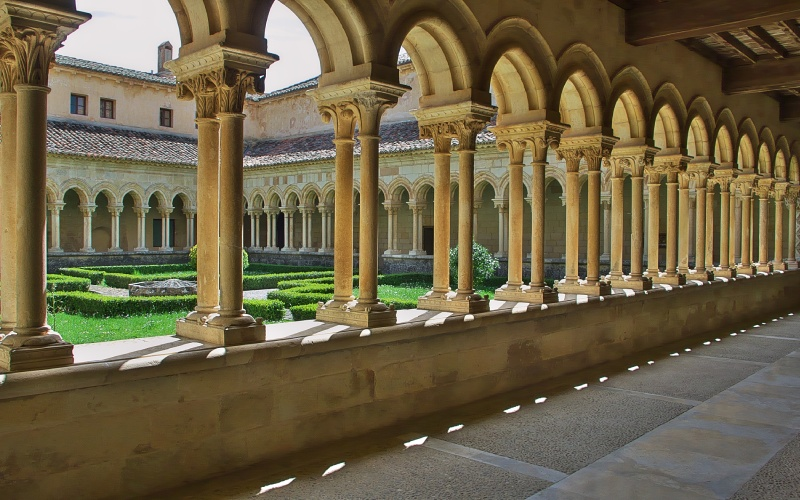 Claustro románico de la abadía de San Andrés de Arroyo