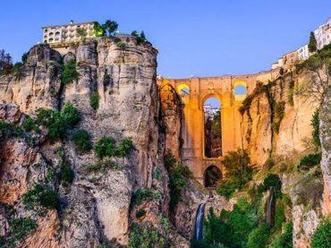 10 pueblos españoles sobre acantilados al borde del abismo