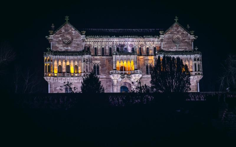 Palacio de Sobrellano de noche