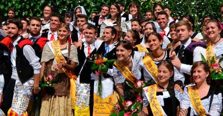 Trajes regionales de Cataluña – Traje de sardana y Traje de Pubilla