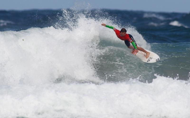 Surfista en la playa de Pantín