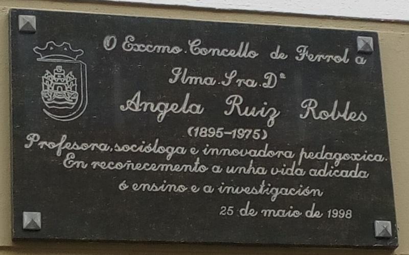 Placa conmemorativa de la ciudad de Ferrol a Ángela Ruiz Robles