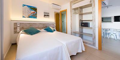 Playa Bella Apartments-Dormir en Cala Carbó