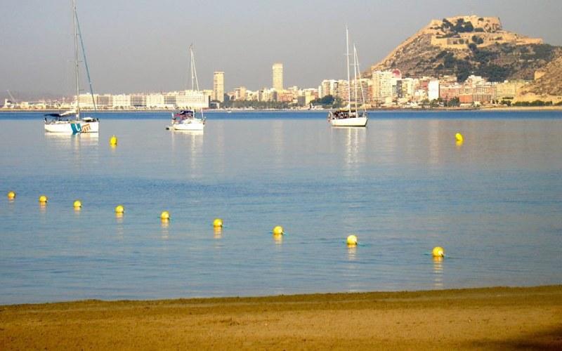 Playa de la Almadraba en Alicante