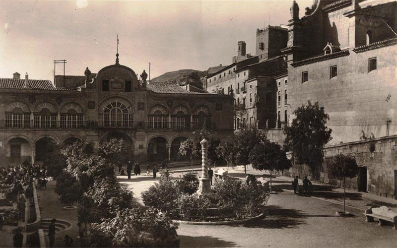 Plaza de Espana y Ayuntamiento