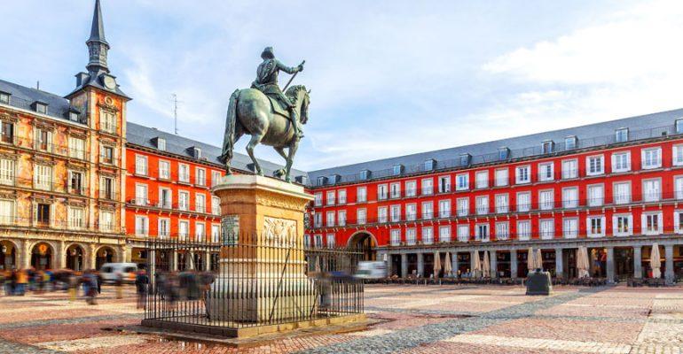 La Plaza Mayor de Madrid: 400 años de historia, 5 nombres distintos y todo tipo de usos
